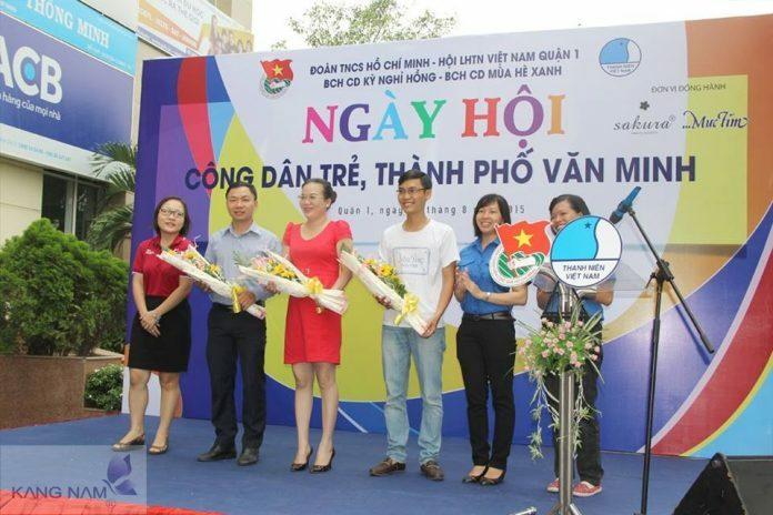 Dr. Huệ tham dự ngày hội Công dân trẻ, thành phố văn minh - Điều trị mụn Dr Huệ - Hình 1