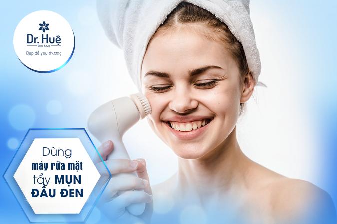 Dùng máy rữa mặt làm sạch da