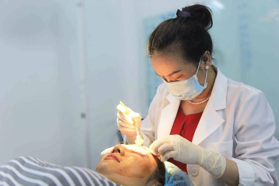 Hỏi – Đáp cùng Bác sĩ: Lăn kim điều trị sẹo rỗ bao lâu thì khỏi? - Điều trị mụn Dr Huệ - Hình 3