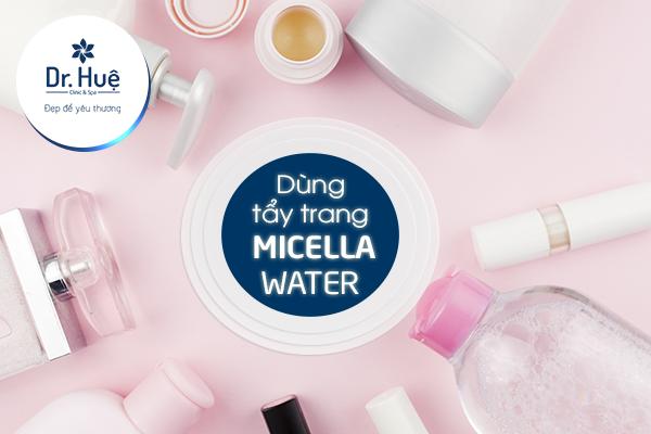 Dùng nước tẩy trang để làm sạch