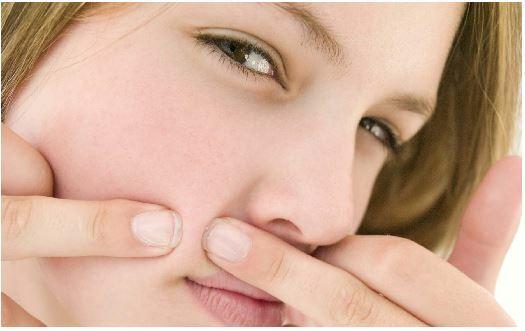 Những thói quen dễ gây mụn mà ít ai ngờ đến - Điều trị mụn Dr Huệ - Điều trị mụn Dr Huệ - Hình 1