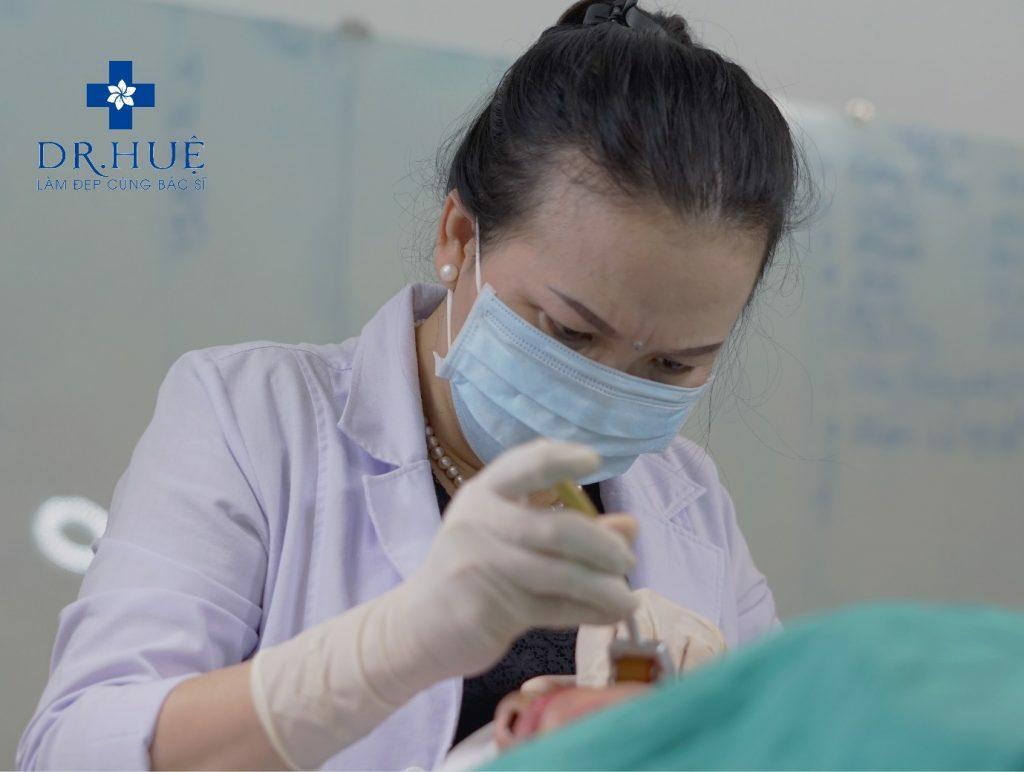 Quy trình lăn kim điều trị sẹo rỗ bao gồm những gì - Điều trị sẹo rỗ Dr Huệ - Hình 2