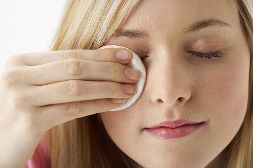 điều trị mụn lẹo ở mắt