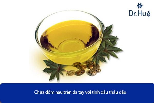 cach-chua-dom-nau-tren-da-tay-bang-thau-dau